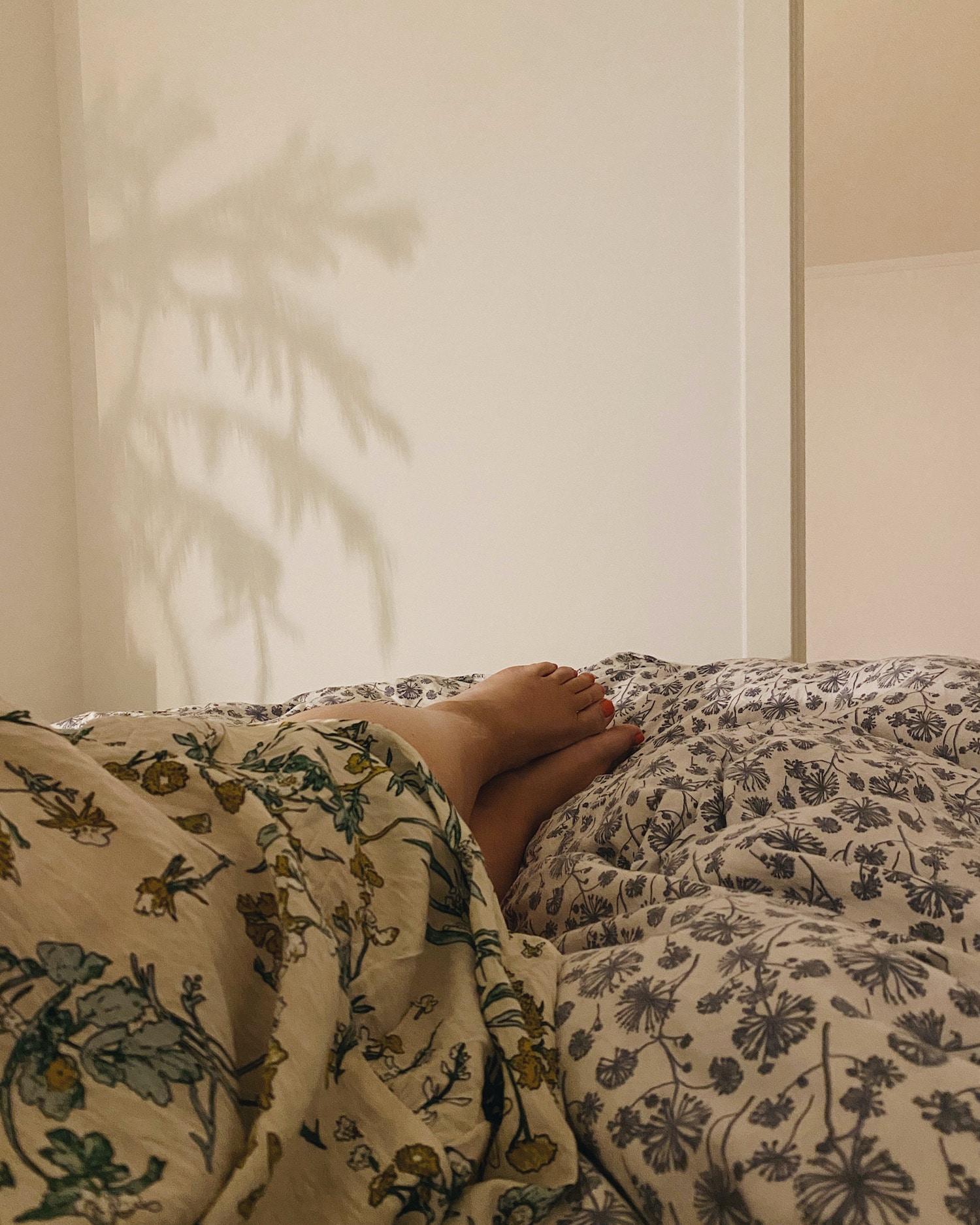 Singleliv i blomstret sengetøj